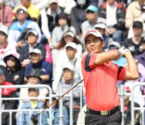 個性的なスイングで長打を飛ばす梁津満(三重・東建多度CC名古屋)写真提供:JGTO