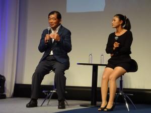 10代目のゼクシオについてコメントする中嶋常幸(左)と横峯さくら(右)=東京・マリオットホテル