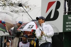 米ツアーから帰国第2戦の石川遼。第1戦の日本オープンに続いて2日間4オーバーで連続予選落ち。大勢のファンをがっかりさせた(千葉・袖ヶ浦CC)=提供:ともにJGTO