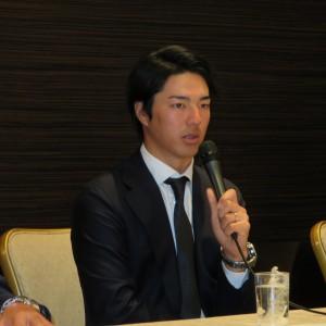 新選手会会長に就任、挨拶する石川遼(18.1.5東京・ANAインターコンチネンタルホテル東京)