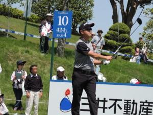 前週の日本プロで50歳のメジャー優勝を飾った谷口徹。今週、若い時松隆光には「アマチュアに負けたら坊主だぞ!」とハッパをかけた。